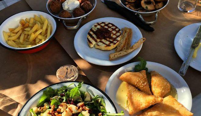 Σε αυτά τα δύο ελληνικά εστιατόρια πρέπει να φας μια φορά στη ζωή σου