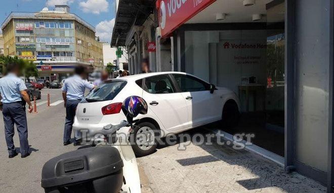 Λαμία: Έμοιαζε με ατύχημα αλλά ήταν παρκάρισμα