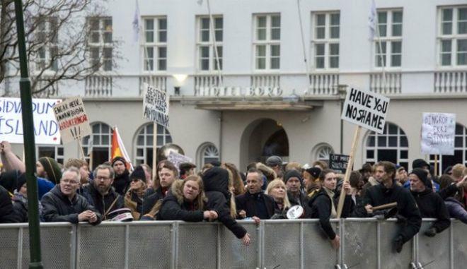 Panama Papers: Χιλιάδες Ισλανδοί απαιτούν εκλογές