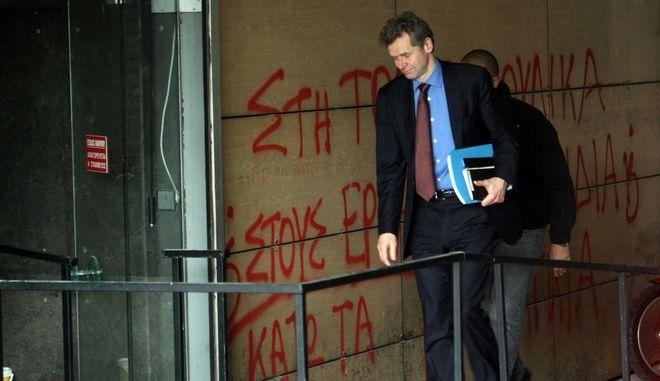 Ο εκπρόσωπος του ΔΝΤ Πολ Τόμσεν προσέρχται στην συνάντηση της ηγεσίας του υπουργείου Διοικητικής Μεταρρύθμισης και Ηλεκτρονικής Διακυβέρνησης με τους εκπροσώπους της Ε.Ε., της ΕΚΤ και του ΔΝΤ στο ΥΠΟΙΚ, την Παρασκευή 28 Φεβρουαρίου 2014. (EUROKINISSI/ΤΑΤΙΑΝΑ ΜΠΟΛΑΡΗ)
