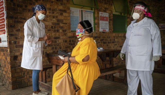 Στιγμιότυπο από κλινική στη Νότια Αφρική