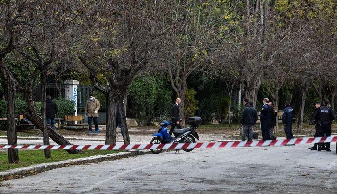 Άνδρας αγνώστων στοιχείων βρέθηκε κρεμασμένος σε δέντρο στον Εθνικό Κήπο