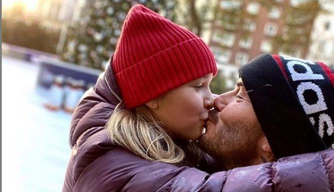 """Ο Ντέιβιντ Μπέκαμ φιλάει την κόρη του στο στόμα """"ρίχνοντας"""" το διαδίκτυο! (ΦΩΤΟ)"""