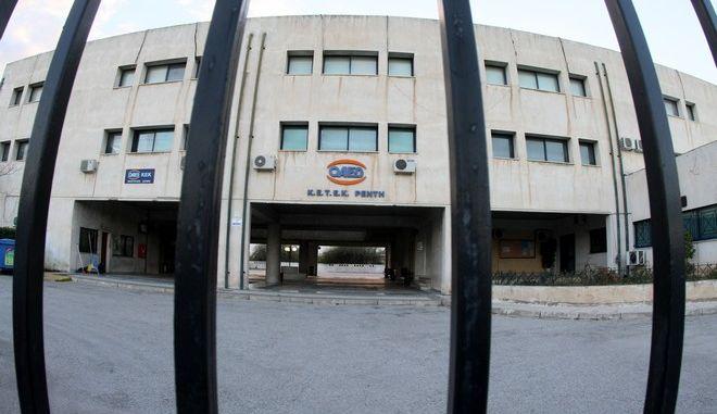 Η σχολή του ΟΑΕΔ στην Πέτρου Ράλλη 83 στου Ρέντη, όπου το απόγευμα της Πέμπτης 2 Απριλίου 2015, σπουδάστρια επιτέθηκε με μαχαίρι και τραυμάτισε ελαφρά στο χέρι τρεις συμφοιτήτριές της στο τμήμα Νοσηλευτών. Το περιστατικό συνέβη την ώρα που βρισκόταν σε εξέλιξη το μάθημα. (EUROKINISSI/ΤΑΤΙΑΝΑ ΜΠΟΛΑΡΗ)