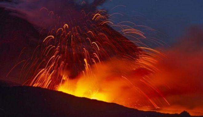 ο μεγαλύτερο ενεργό ηφαίστειο της Ευρώπης ξαναξύπνησε