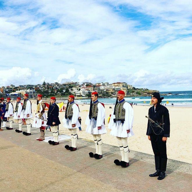 Εύζωνες στο Bondi Beach