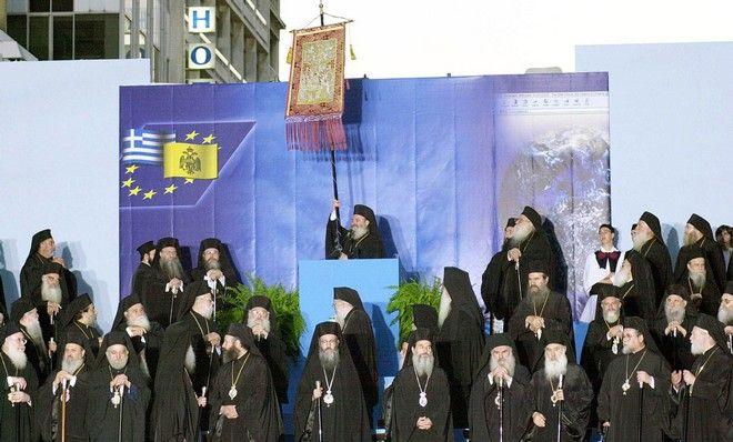 Όταν ο μακαριστός Αρχιεπίσκοπος Χριστόδουλος κατέβασε τους πιστούς στο Σύνταγμα για το ζήτημα των ταυτοτήτων (φωτογραφία αρχείου)