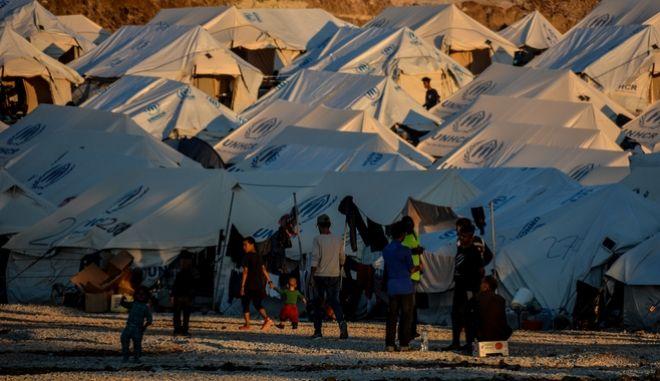 Στιγμιότυπο από τον νεο καταυλισμό φιλοξενίας προσφύγων και μεταναστών στο Καρά Τεπέ Λέσβου
