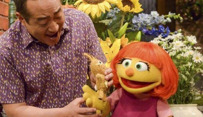 Το 'Sesame Street' υποδέχεται την Τζούλια, μια μαριονέτα με αυτισμό