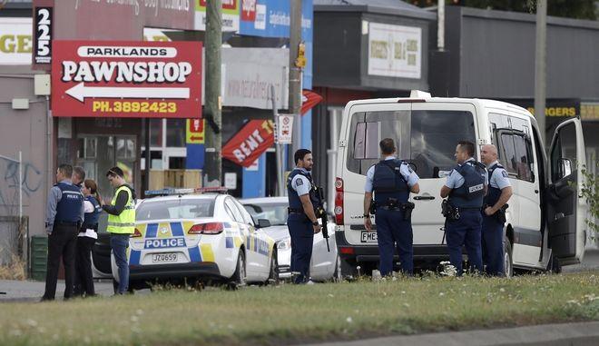 Αστυνομία στο σημείο της επίθεσης σε τέμενος στη Νέα Ζηλανδία