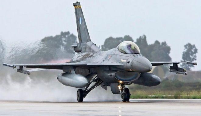 """Η κίνηση """"ματ"""" της Πολεμικής Αεροπορίας που αιφνιδίασε τους Τούρκους στο Αιγαίο"""
