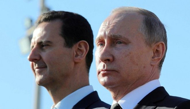 Άσαντ και Πούτιν σε παλαιότερη επίσκεψη στη ρωσική βάση που φέρεται να κρύβεται ο Σύρος πρόεδρος