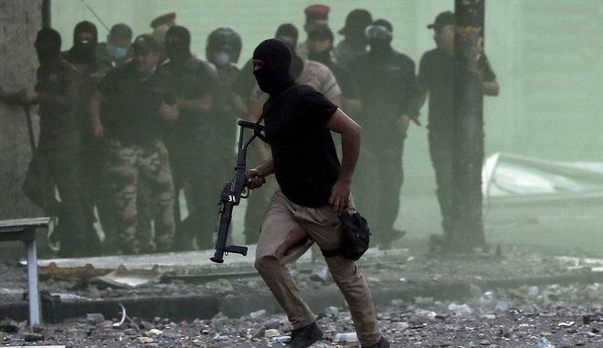 Χρήση όπλων εναντίον των διαδηλωτών από δυνάμεις ασφαλείας