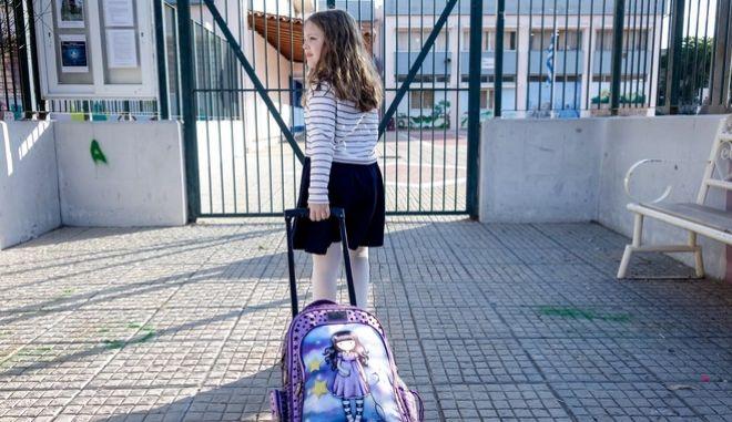 Μαθήτρια σε σχολείο