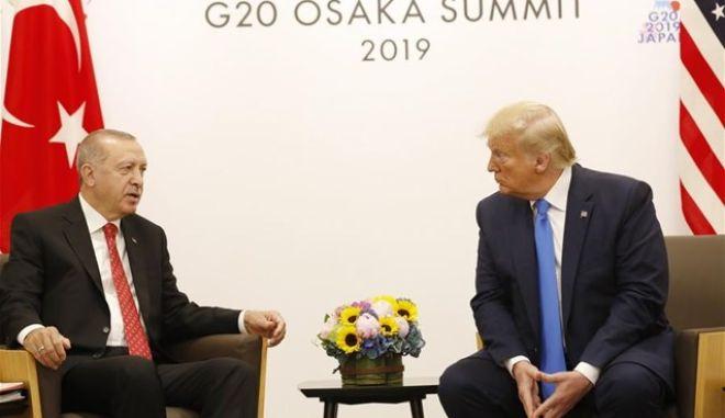 """Τραμπ: """"Φίλος ο Ερντογάν, εξετάζουμε να μη γίνουν κυρώσεις. Ευθύνες Ομπάμα για τους S-400"""""""