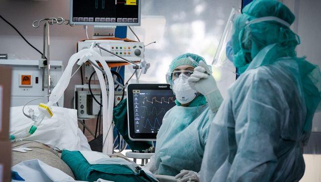 Στιγμιότυπα από την Μονάδα εντατικής θεραπείας στο νοσοκομείο