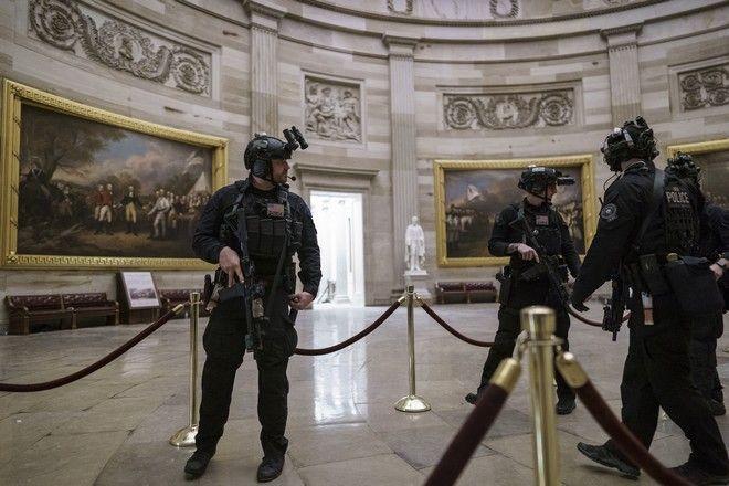 Αστυνομικοί στο Καπιτώλιο