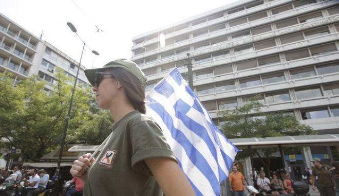 Δημοτικοί αστυνομικοί διαμαρτύρονατι έξω από το υπουργείο Οικονομικών την Δευτέρα 15 Ιουλίου 2013 κατα τη διάρκεια της συνάντησης αντιπροσωπείας της ΚΕΔΕ με τους υπουργούς Οικονομικών Γιάννη Στουρνάρα, Εσωτερικών Γιάννη Μιχελάκη και Διοικητικής Μεταρρύθμισης Κυριάκο Μητσοτάκη. (EUROKINISSI/ΓΕΩΡΓΙΑ ΠΑΝΑΓΟΠΟΥΛΟΥ)