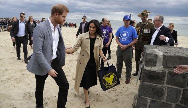 O πρίγκιπας Χάρι και η σύζυγός του Μέγκαν στην παραλία St Kilda της Μελβούρνης