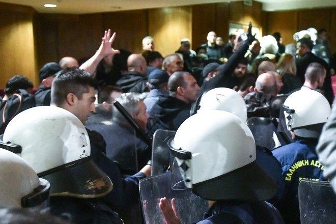 Ένταση επικράτησε στην δίκη της Χρυσής Αυγής μετά την ολοκλήρωση της απολογίας του Γ.Γ του κόμματος Νίκου Μιχαλολιάκου