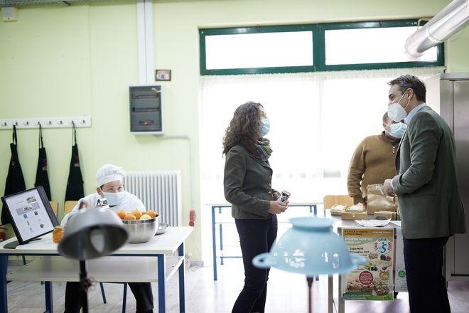 Επίσκεψη του Πρωθυπουργού Κυριάκου Μητσοτάκη στο Εργαστήριο Ειδικής Επαγγελματικής Εκπαίδευσης (ΕΕΕΕΚ) στον Άγιο Δημήτριο.