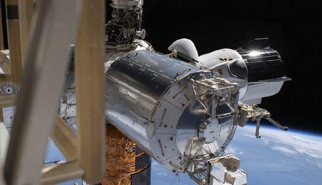 Dragon Endeavour: Η διαστημική κάψουλα της SpaceX επιστρέφει στη Γη