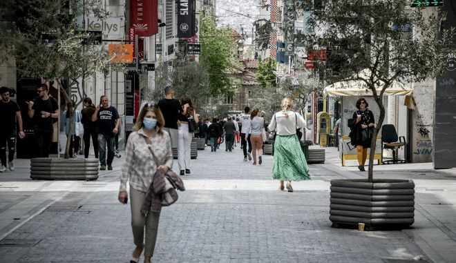 Στιγμιότυπα από την οδό Ερμού στομ κέντρο της Αθήνας