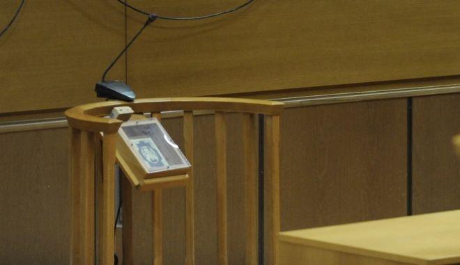 Εδώλιο ελληνικού δικαστηρίου