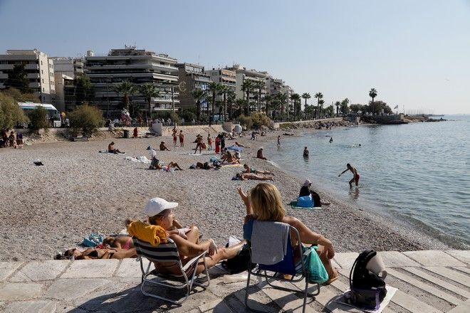 Φαληρο μετα τη παρελαση βόλτα στη παραλία. (EUROKINISSI/ ΓΙΑΝΝΗΣ ΠΑΝΑΓΟΠΟΥΛΟΣ)