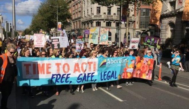 Ιρλανδία: Χιλιάδες διαδηλωτές στους δρόμους υπέρ του δικαιώματος στην άμβλωση