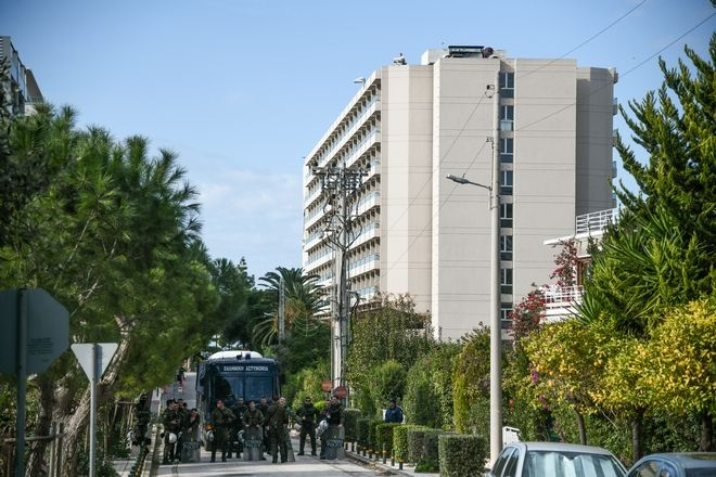 Συγκέντρωση φοιτητικών συλλόγων  για την προστασία του Πανεπιστημιακού Ασύλου,στην σύνοδο των πρυτάνεων που διεξάγεται σε κεντρικό ξενοδοχείο στο Καβούρι