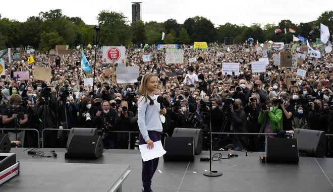Η Γκρέτα Τούνμπεργκ σε συγκέντρωση για το κλίμα, στο Βερολίνο