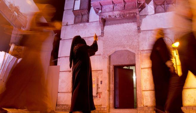 Η Σαουδική Αραβία απαγορεύει την κατασκοπεία στα κινητά των συζύγων