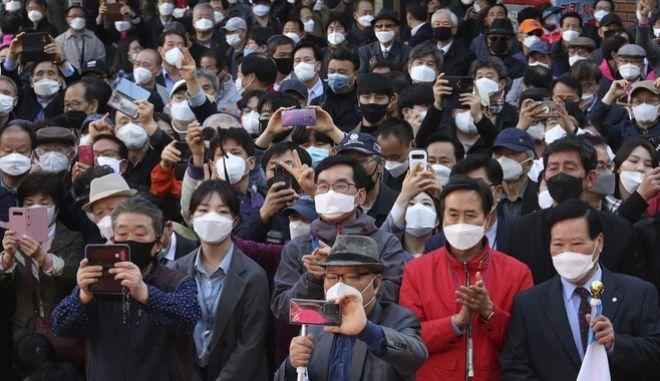 Άνθρωποι με μάσκα στη Νότια Κορέα
