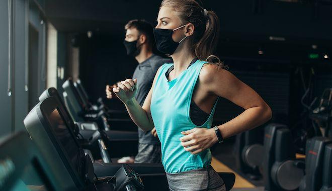Χρήση μάσκας σε γυμναστήριο