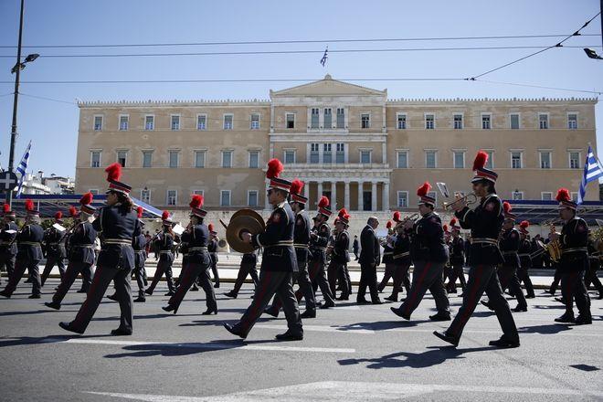 Μαθητική παρέλαση για την εθνική επέτειο της 25ης Μαρτίου στην Αθήνα την Παρασκευή 24 Μαρτίου 2017. (EUROKINISSI/ΣΤΕΛΙΟΣ ΜΙΣΙΝΑΣ)