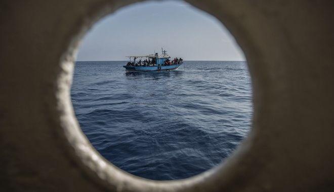 Πλοίο με μετανάστες