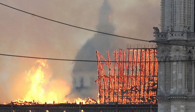 Τεράστια καταστροφή στην Νοτρ Νταμ