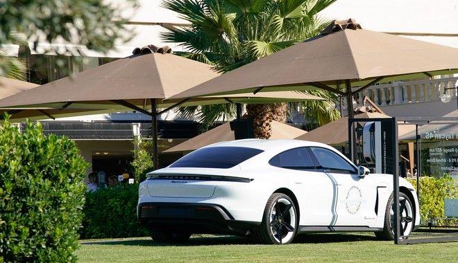 Οι συμμετέχοντες είχαν την ευκαιρία να ανακαλύψουν τη νέα αμιγώς ηλεκτρική Porsche Taycan