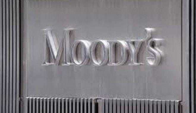 Έχει αυξηθεί η πιθανότητα εξόδου της Ελλάδας από το ευρώ λέει η Moody's