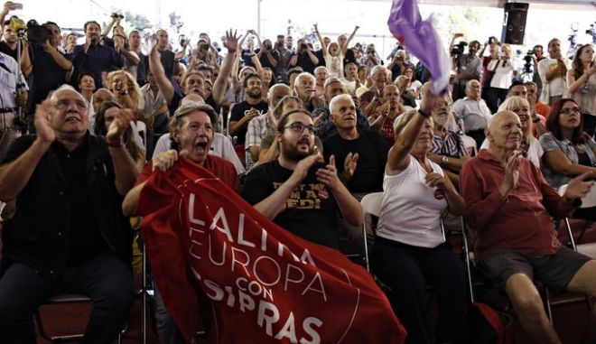 Supporters of Greece's radical left SYRIZA party react at the announcement of exit polls in the main SYRIZA campaign center in central Athens Septemeber 20, 2015. /           exit polls  , 20  2015.