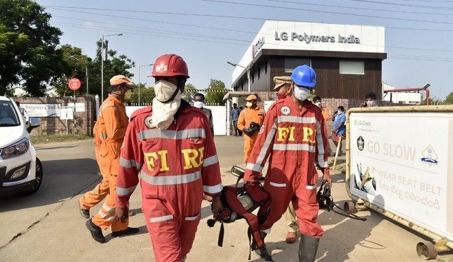 Πυροσβέστες έχουν φτάσει στο εργοστάσιο της LG Chem
