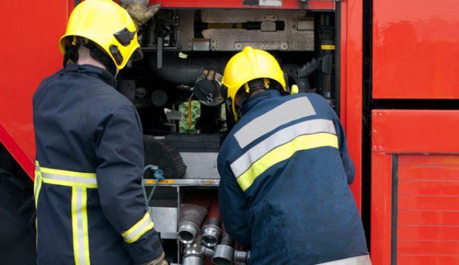 Πυρκαγιά σε πολυκατοικία στη Φιλοθέη- Επιχείρηση απεγκλωβισμού ατόμων