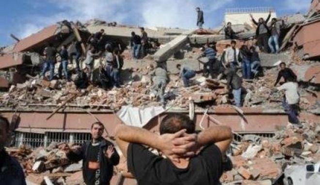Φονικός σεισμός 7,2 Ρίχτερ στην Τουρκία