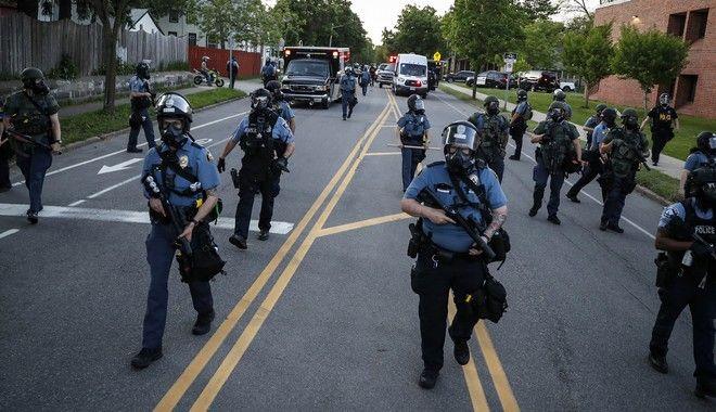 Τζορτζ Φλόιντ: Η Εθνοφρουρά στους δρόμους απέναντι στη δίκαιη οργή