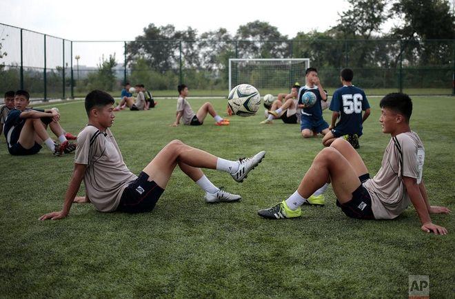 Μαθητές στο Διεθνές Σχολείο Ποδοσφαίρου της Πιονγιανγκ