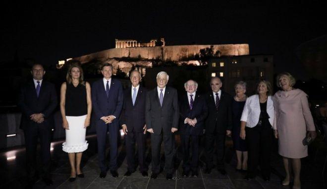 Ο Πρόεδρος της Δημοκρατίας Προκόπιος Παυλόπουλος υποδέχτηκε στην Αθήνα τους Προέδρους της Βουλγαρίας, της Γερμανίας, της Εσθονίας, της Ιρλανδίας, της Ιταλίας, της Κροατίας, της Λετονίας, της Μάλτας, της Ουγγαρίας, της Πολωνίας, της Πορτογαλίας και της Σλοβενίας, οι οποίοι συμμετείχαν στην 15η Άτυπη Σύνοδο των Αρχηγών Κρατών της «Ομάδος Αrraiolos».