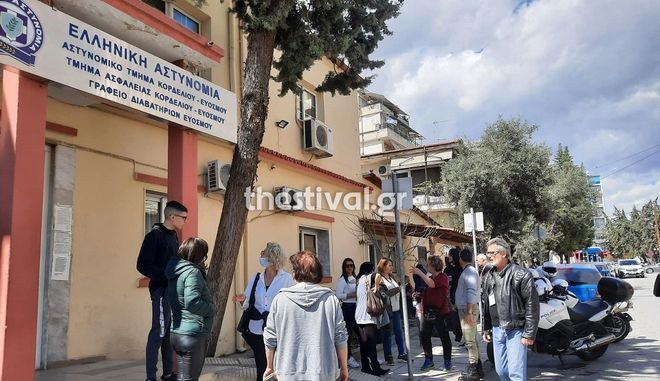Θεσσαλονίκη: Έκανε μήνυση σε διευθυντή σχολείου επειδή δεν άφησε τον γιο της να μπει χωρίς self test