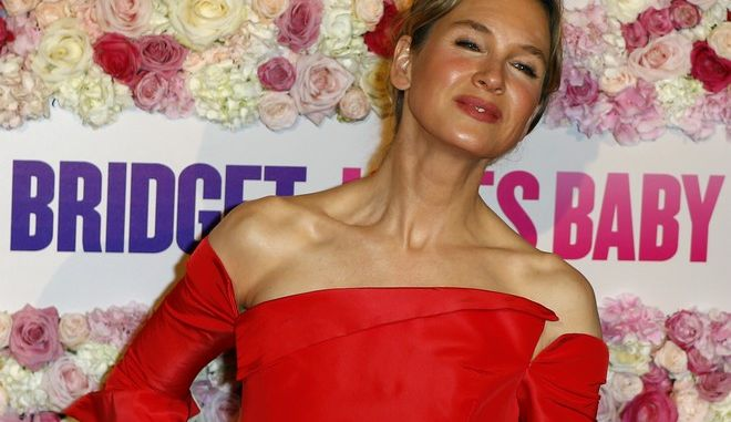 Actress Renee Zellweger poses for photographers during a photocall for the screening of 'Bridget Jones's Baby' in Paris, Tuesday, Sept. 6, 2016. (AP Photo/Francois Mori)