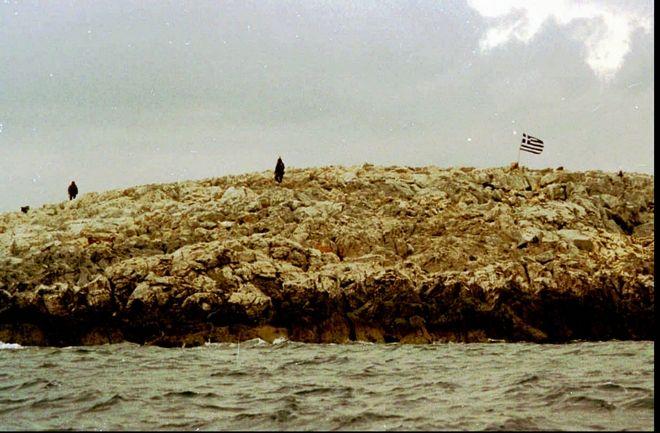 Έλληνες στρατιώτες πάνω στα Ίμια στις 30 Ιανουαρίου